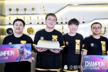 天霸取得绝地求生PCS冠军后老板鹿晗喊出咱们是冠军陈赫也送上祝愿